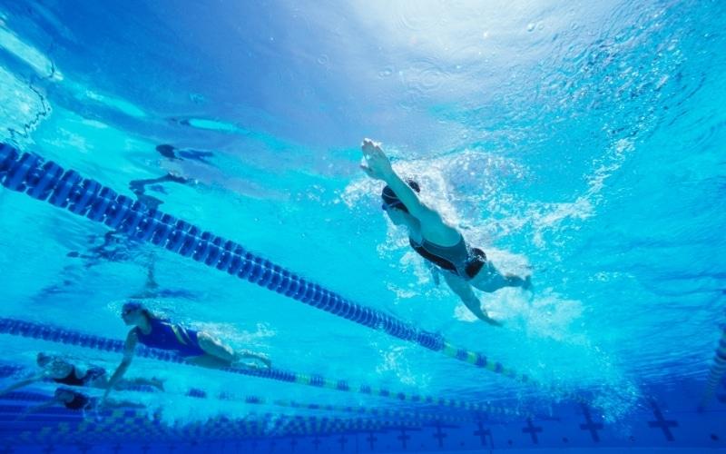 Clases de natación para adultos